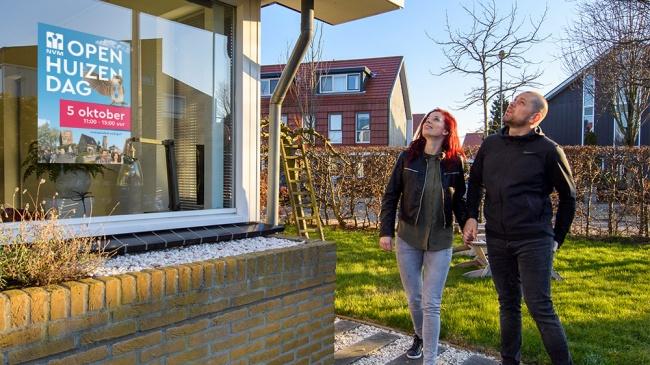Huizeneigenaren openen deuren tijdens Open Huizen Dag